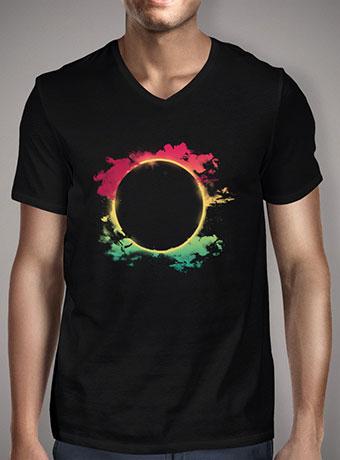 Мужская футболка с V-образным вырезом The Colorful Eclipse