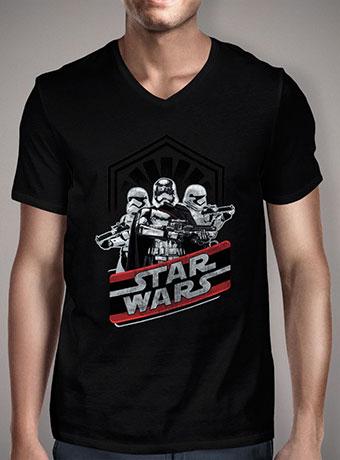 Мужская футболка с V-образным вырезом Captain Phasma and Troops