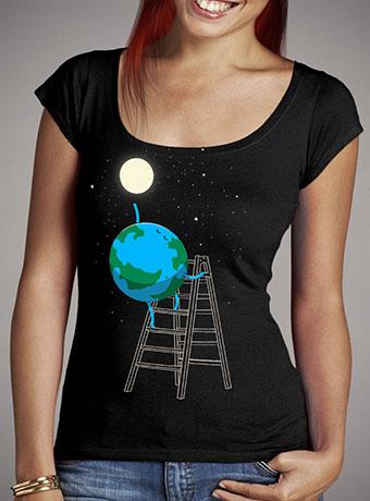 Женская футболка с глубоким вырезом Reach the Moon